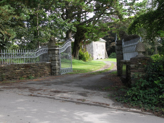 an image of a gate installed by a reputable builder